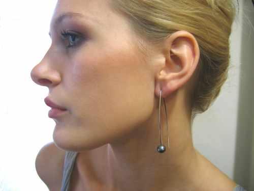 Lisa Black Pearl Earring