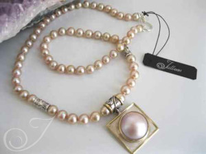 Naomi Pink Mabe Necklace pdm008
