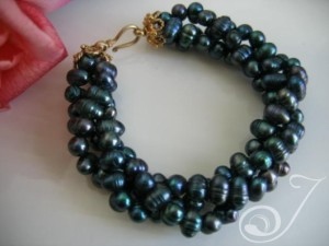 Dragon-Dust-Peacock-Pearl-Bracelet-TW004G_B