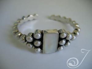 Goddess-White-Pearl-Bangle-Bracelet-UB100-01