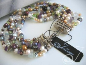 Kelly-Cocktail-Pearl-Bracelet-VO050K_B
