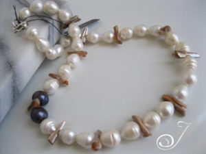 Xena-Pearls-Necklace-VN002-02