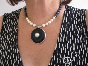 pearl-donut-necklace