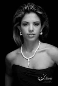 T_Pearl-Necklace_Set_Model_Julleen_BW