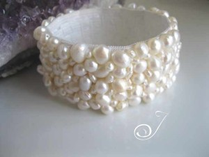 CB011_B-white-pearl-stretch-cuff
