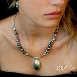 https://www.julleen.com/product/annie-blue-pearl-necklace/