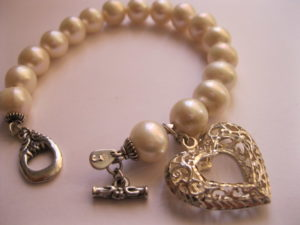 love-heart-sterling-silver-white-pearl-bracelet