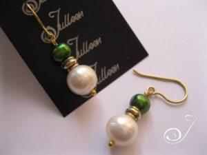 Emerald-green-white-pearl-earring-gold-Julleen-E027.119