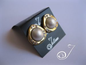 EN001-White-Mabe_Pearl_Earring-Gold-CZ-by-Julleen