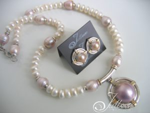 Pink-Mabe-Pearl-Jewellery-Set-Julleen-Model